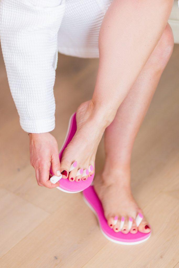 Fußnägel lackieren mit PediQuick