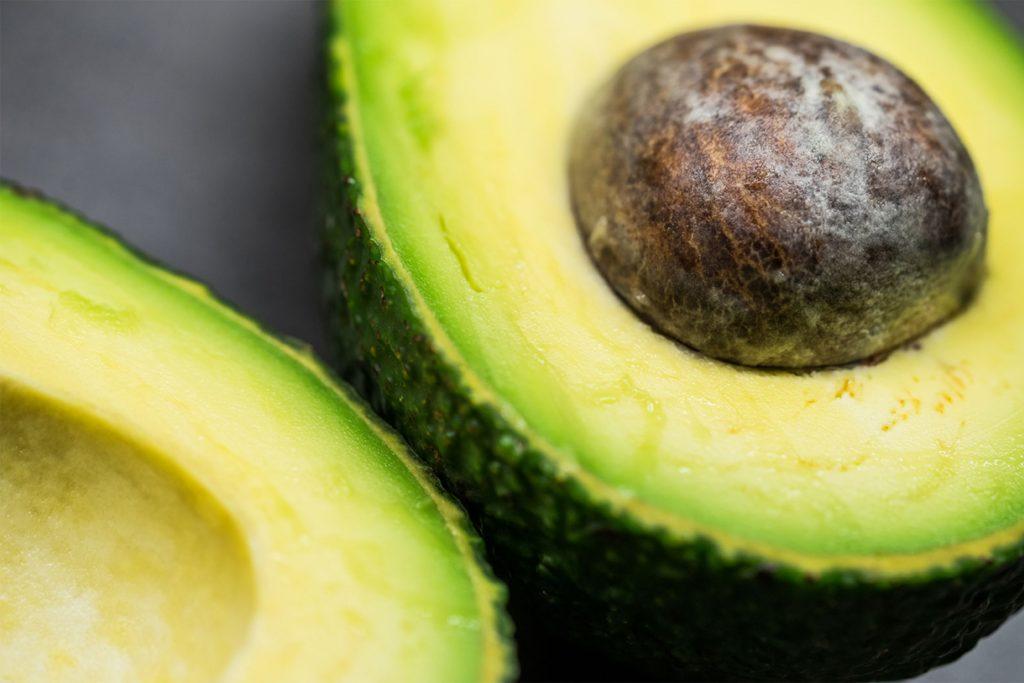 Peeling selber machen mit Avocado
